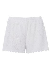 White Lace Scallop Hem Shorts