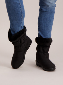 Black Fleece Lined Snow Boots