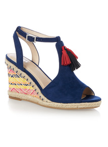 Fringed Patterned Wedge